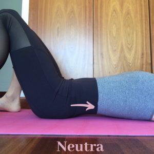 medio cuerpo de mujer con la pelvis en posición neutra