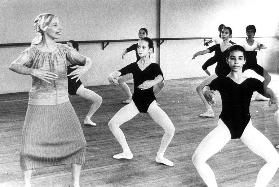 alicia alonso dando clase de ballet